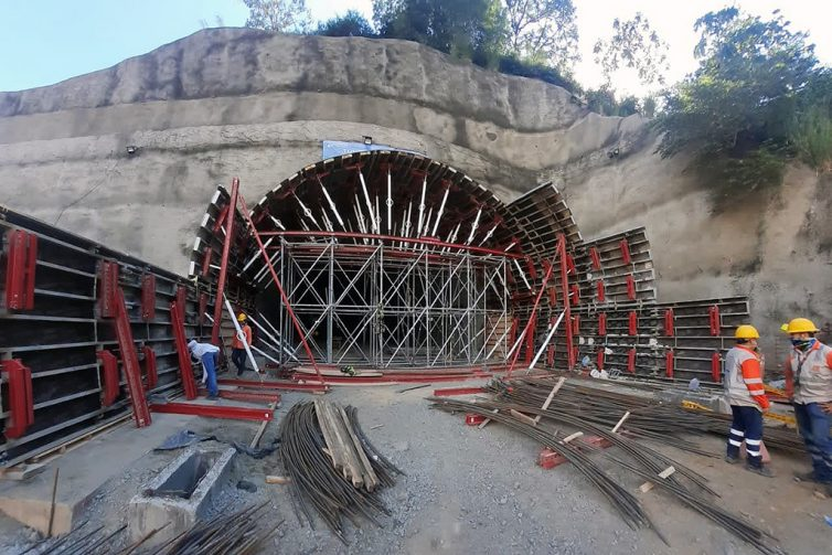 Ejecución de los túneles de Sinifaná y Mulatos (Colombia)
